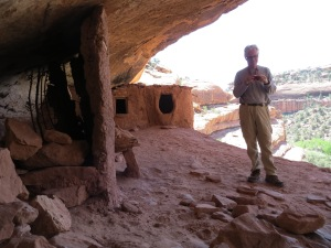Outer area of ruin with small granaries overlooking the canyon